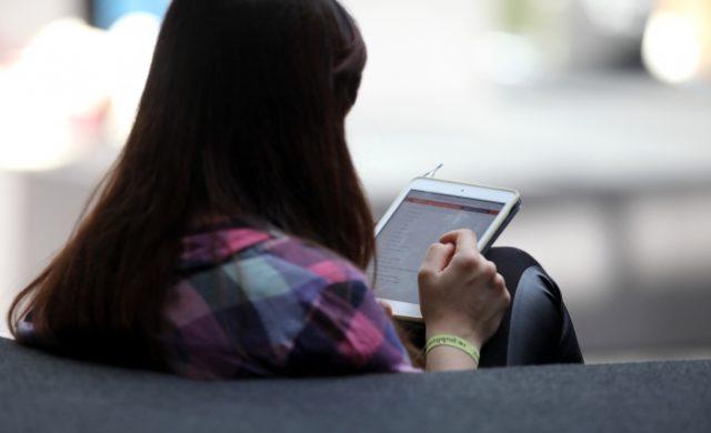 Frau mit Tablet Foto: über dts Nachrichtenagentur