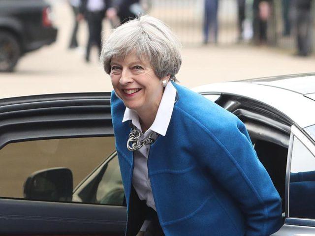 Die britische Premierministerin Theresa May kommt zu einer Wahlkampfkampagne. Am 08. Juni wird in Großbritannien ein neues Parlament gewählt. Foto: Steve Parsons/dpa