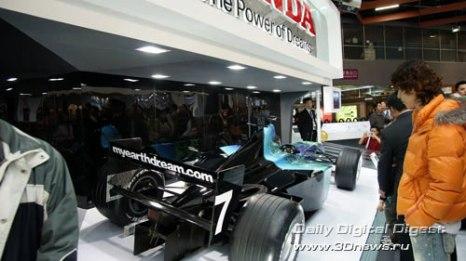 Стенд компании Honda. Болид Formula 1 с особенной,
