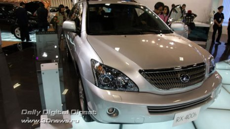 Стенд компании Lexus (премиум-бренд Toyota). Гибрид RX400. Фото: 3dnews.ru