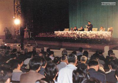 19 мая 1989 г. В 10 часов утра на правительственном заседании Ли Пэн предложил ввести военное положение. Председатель ЦК КПК Джоу Цзыян не участвовал в заседании по причине болезни. Фото с 64memo.com