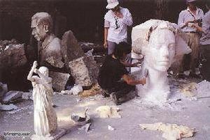 28 мая 1989 г. Студенты-будущие скульпторы пытаются сделать китайскую демократическую статую Свободы. Фото с 64memo.com