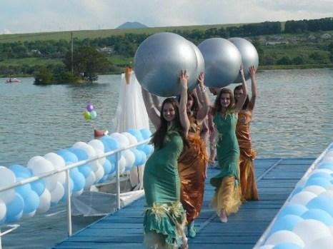 Красавицы с шарами. фото: Елена Захарова/Великая Эпоха