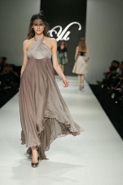 Коллекция одежды сезона весна-лето 2008/2009 от дизайнеров Yu Konishi и Kyoko Tasaka. Фото: Dionisio/Getty Images