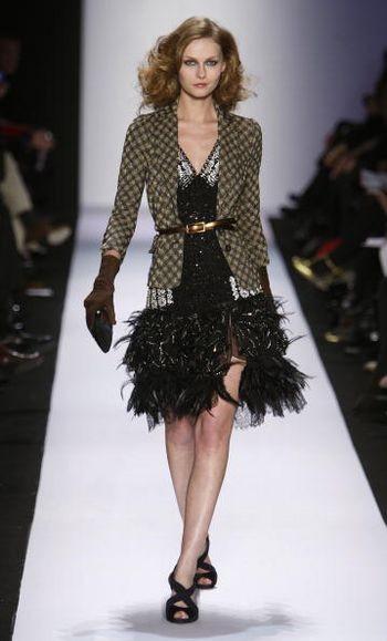 Коллекция женской одежды Diane von Furstenberg осень 2008 от дизайнера Diane von Furstenberg, представленная 3 февраля на неделе моды от Mercedes-Benz в Нью-Йорке. Фото: Frazer Harrison /Getty Images