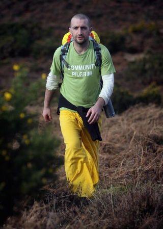 Марк Бойл, 28-летний ирландец начал 4 февраля 2008 г. своё путешествие длиной в 12000 километров, чтобы апеллировать за мир. Фото: Matt Cardy/Getty Images
