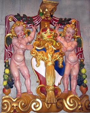 Фигурки, украшающие