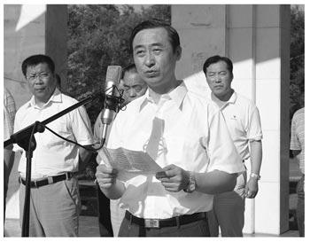 Чжан Сиу выступает с докладом. Фото с epochtimes.com