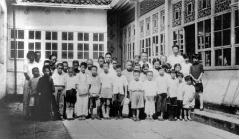 Ученики церковной школы. 1936 г. Фото: Ernest H•Forster
