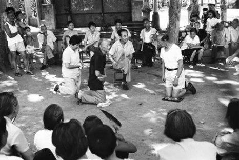 Пенсионеры развлекаются. Горд Ухань провинции Хубэй. 1992 год. Фото: Xie Guoan