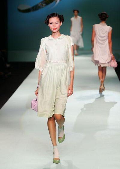 Южнокорейская коллекция от Gee Choon Hee на Неделе Моды в Сеуле. Фото: Chung Sung-Jun/Getty Images
