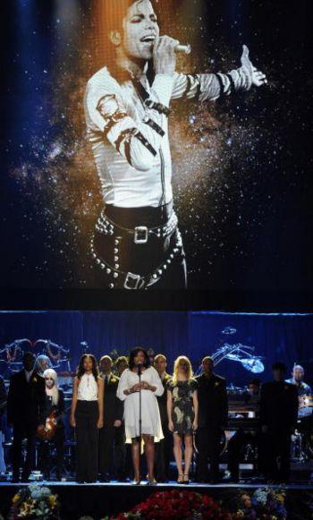 Выступление музыкантов на поминальной службе по мировой легенде поп-музыки Майклу Джексону в Staples Center в Лос-Анджелесе, Калифорния, 7 июля 2009 г. Фото: Gabriel Bouys /AFP /Getty Images