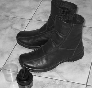 Не надо ничего говорить, только примером. Но зато своя обувь должна быть вычищена всегда. Фото: Ирина РУДСКАЯ/Великая Эпоха