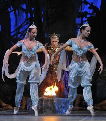 Экзотическое место действия: балерина Левент Баджари. Фото: Attila Kisbenedek /AFP /Getty Images