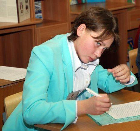 """Нина Матюшенко, 16 лет, Социальный приют «Алтуфьево: """"Мама – самый родной и любимый человек на свете. Ее морщинки и болезни – это и моих рук дело... Я самовольно приехала в Москву, причинив много переживаний моей семье. Я поняла, что не нужно было этого делать. Теперь я об этом сожалею. В будущем, когда у меня будет своя семья, я буду делать все, чтобы в моем доме было уютно, надежно, спокойно. А еще я постараюсь понимать своих детей и находить с ними общий язык, чтобы им не приходило в голову уходить из дома""""."""