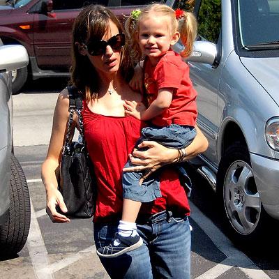 Jennifer Garner и Violet Affleck. Фото с glianec.com.ua