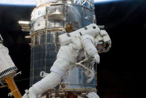 Астронавты на телескопе