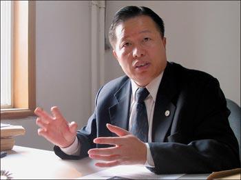 Китайский адвокат-правозащитник Гао Чжишень. Фото: AFP