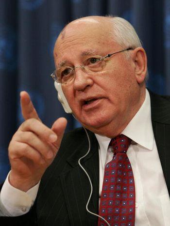 Экс-президент СССР усомнился в полезности комиссии по борьбе с фальсификацией истории. Фото: DON EMMERT/AFP/Getty Images