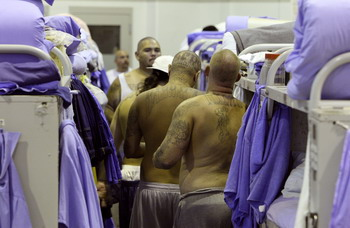 Из калифорнийских тюрем выпустят 43 тысячи заключенных. Фото: Justin Sullivan/Getty Images