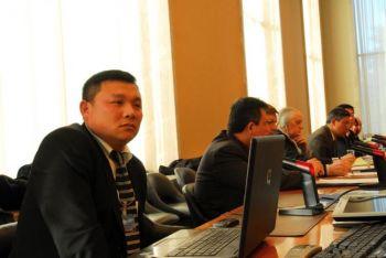 Господин Цзянь Чжан (слева) взывает к миру разрушить последнюю «Берлинскую стену» - коммунистический режим Китая. Фото:Великая Эпоха