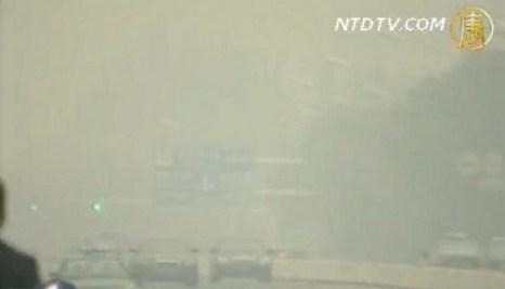 Пекин. Густой туман окутал десять китайских провинций. Фото: NTDTV