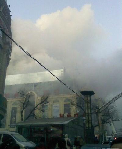 Пожар в торговом центре. Город Харбин провинции Хэйлунцзян. 30 ноября 2009 год. Фото с epochtimes.com