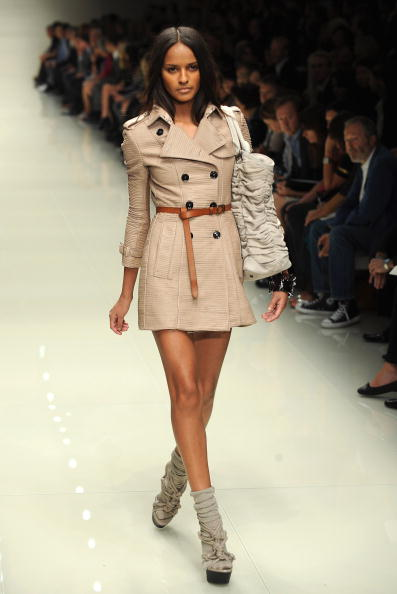 Коллекция Burberry Prorsum сезона весна-лето 2010 на Неделе моды в Лондоне. Фото: Ian Gavan/Getty Images