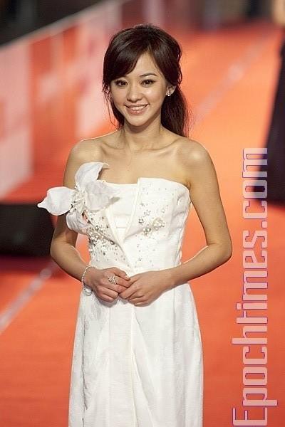 Наряды китайских звезд на 46-й церемонии вручения наград Golden Horse в Тайпее. Фото: SONGBIHUA/Великая Эпоха