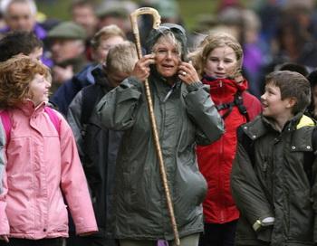 Камилла, Герцогиня Корнуолла, в качестве  президента Национального общества остеопороза участвует в десятимильной прогулке