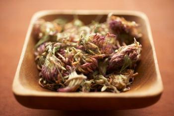 Понимание травяной китайской медицины. Фото: Trinette Reed/Getty Images