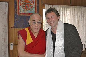 Писатель Андреас Хилмер с Далай-ламой в индийской Дхарамсале. Андреас Хилмер