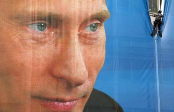 Плакат с изображением Владимира Путина.Фото: PAVEL ZELENSKY /AFP /Getty Images