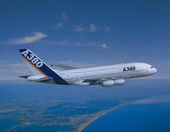 Самый большой в мире самолёт – аэробус А-380. Фото с aviaks.znportal.ru
