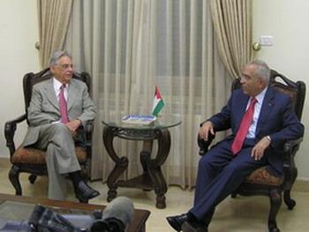 Салем Фиад, глава правительства Палестины, принимает Фернандо Энрике Кардузо, бывшего президента Бразилии. Фото: Великая Эпоха