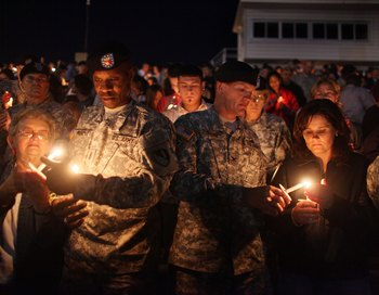 Дни траура по 13 военным убитым на военной базе Форд-Худ в Техасе. Фото: Joe Raedle/Getty Images