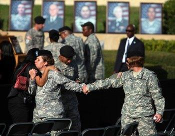 Семьи убитых в Форт-Худе хотят знать, почему эту трагедию не предотвратили. Фото: Joe Raedle/Getty Images