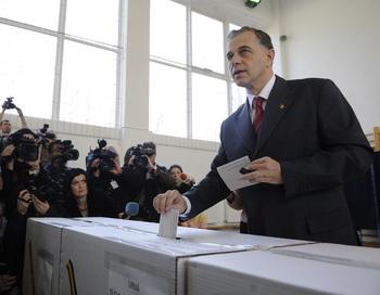 В Румынии состоялись выборы Президента страны. Фото: STRINGER / AFP / Getty Images
