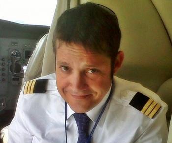 Хавьер Руис, 39 лет, пилот коммерческой авиакомпании. Фото с сайта theepochtimes.com