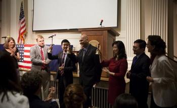 Звучание колокола свободы: (3-й слева) Кин Вонг (продюсер), Майкл Перлман (директор), Дженнифер Цзэн, Чарльз Ли, Маргарет Чеу Баррингер. Фото с сайта theepochtimes.com