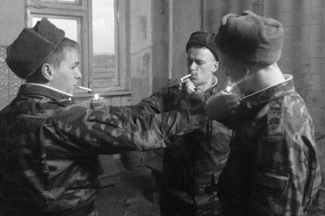 Сигареты в армии будут исключены из норм довольствия. Фото с сайта focusgoroda.ru