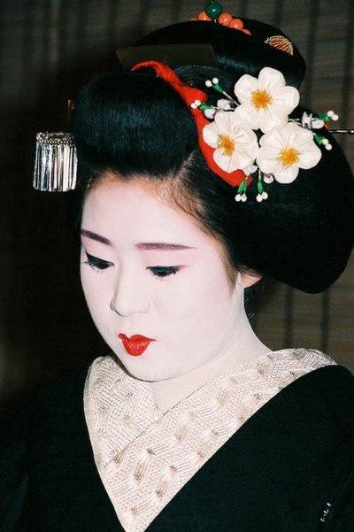 Макияж гейши для праздника «Цветения сакуры». Фото: Бернд Крегель