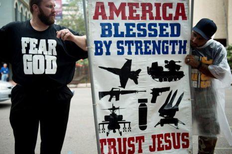 Консервативные религиозные деятели проводят акцию перед зданием правительства Тампа, штат Флорида, 29 августа 2012 года. Фото: Brendan Smialowski/AFP/GettyImages