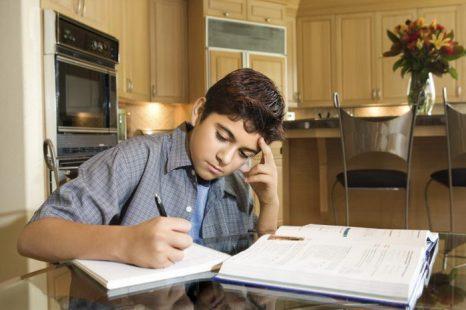 Новое исследование установило, что с возрастом обучение становится всё труднее из-за снижения способности отфильтровывать старые воспоминания. Фото: Jupiterimages/Photos.com