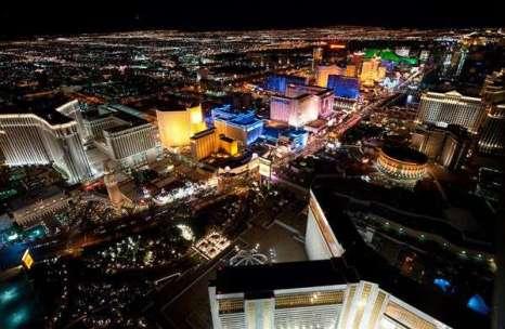 Ночной Лас Вегас. Фото:Jason Hawkes/xaxor.com