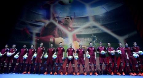 Презентация новой формы российской сборной по футболу, созданной к Чемпионату мира 2014 года. Фото: KIRILL KUDRYAVTSEV/AFP/Getty Images