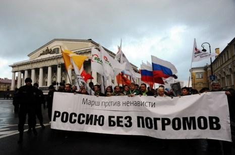 «Марш против ненависти» прошёл в Санкт-Петербурге. Фото: OLGA MALTSEVA/AFP/Getty Images