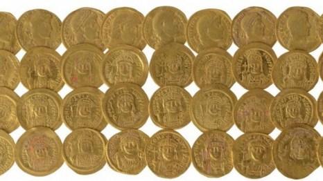 Золотые монеты византийской эпохи, обнаруженные недалеко от южной стены Храмовой горы. Фото: Ouria Tadmor/Hebrew University