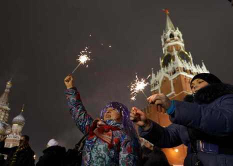 Обо всех праздничных новогодних программах, развлечениях и мероприятиях школьники столицы смогут узнать из своих электронных дневников и выданных буклетов. Фото: NATALIA KOLESNIKOVA/AFP/Getty Images