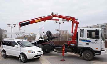 В Государственную Думу внесён законопроект, отменяющий эвакуацию неправильно припаркованных автомобилей на штрафстоянку. Фото с сайта evacuator-moskva.ru